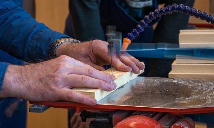 Cutting-with-scroll-saw