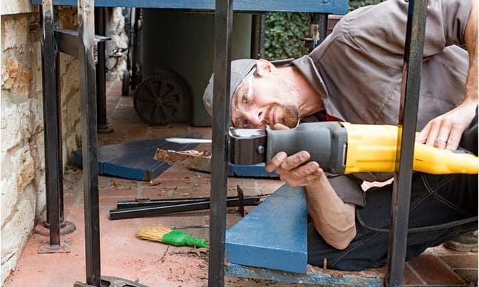 reciprocating-saw-cutting-job