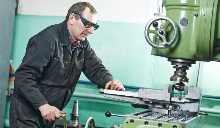 How to use a metal lathe