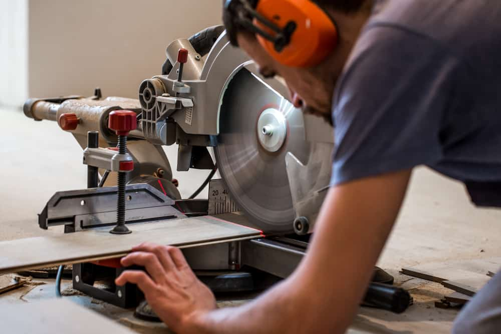 How to cut a crown with a miter saw