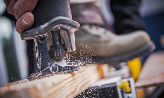 5 Common Uses of Reciprocating Saw - What to Know